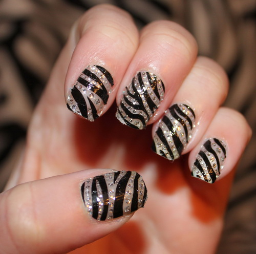 arcyclic zebra nail art Colored Nail Tips