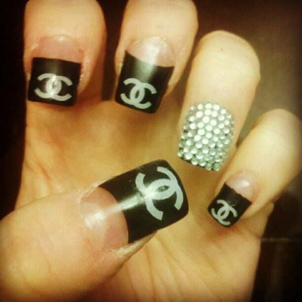 Diamond Nails3 Diamond Nail Designs & Ideas