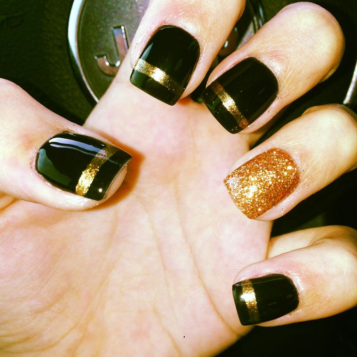 Black And Gold Nail Designs 8